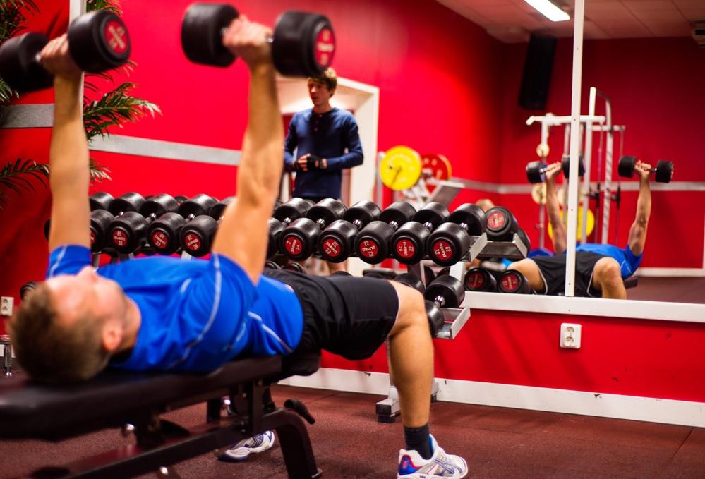 Träna på ett komplett gym